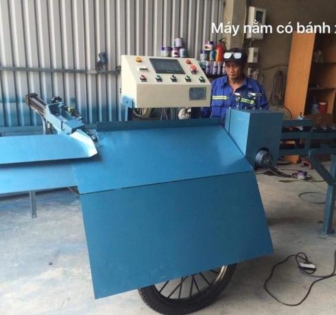 Máy bẻ đai sắt dạng nằm có xe kéo